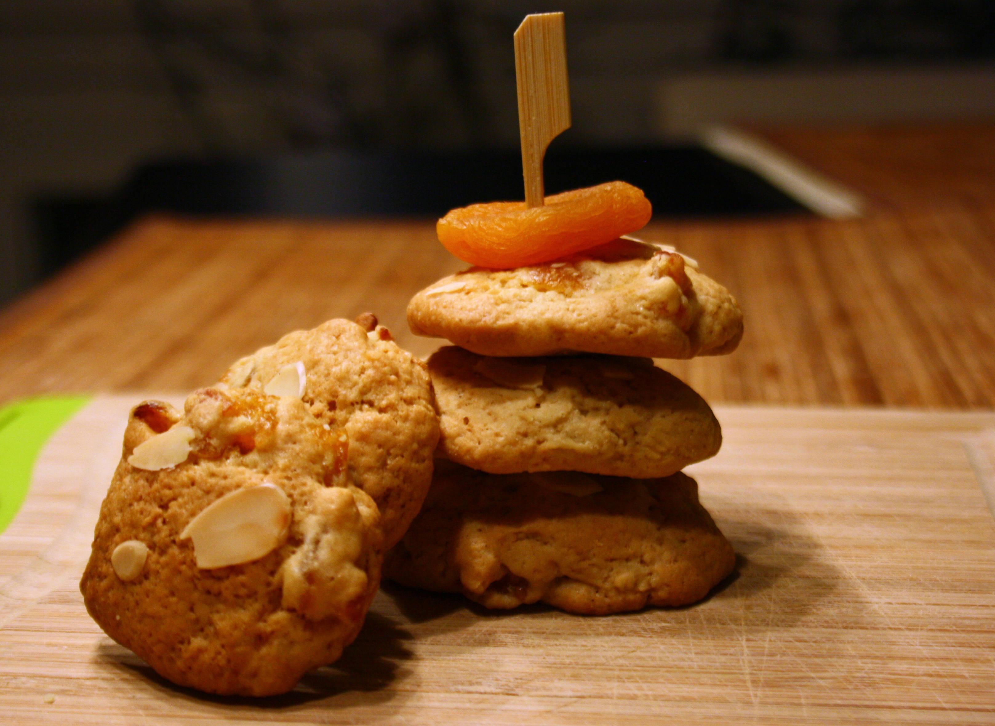 Aprikosen-Mandel-Kekse by http://babyrockmyday.com/aprikosen-mandel-kekse/