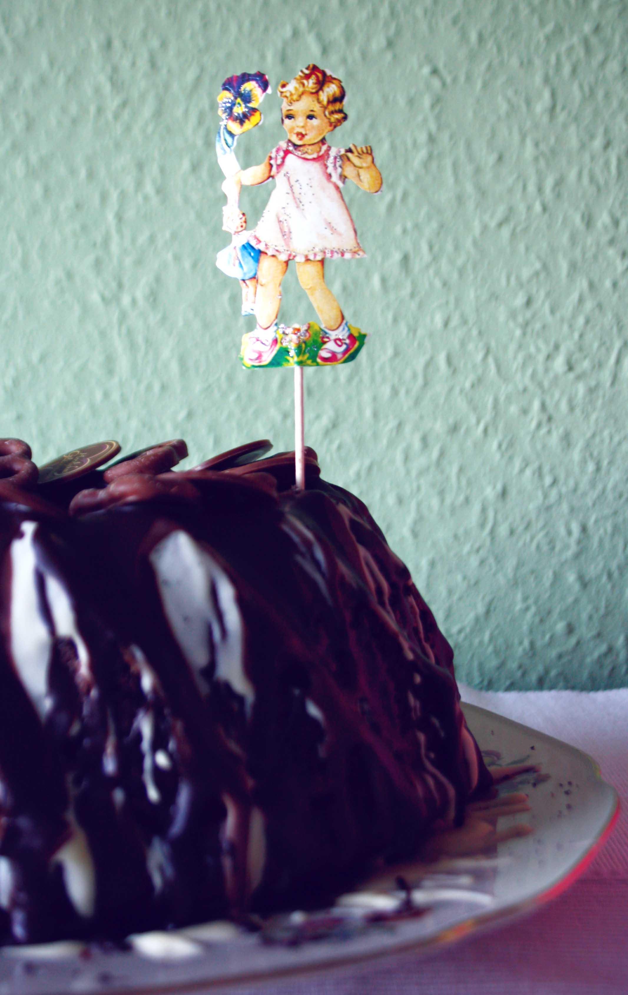 Schokoladenkuchen // Triple Chocolate Cake by http://babyrockmyday.com/schokokuchen/