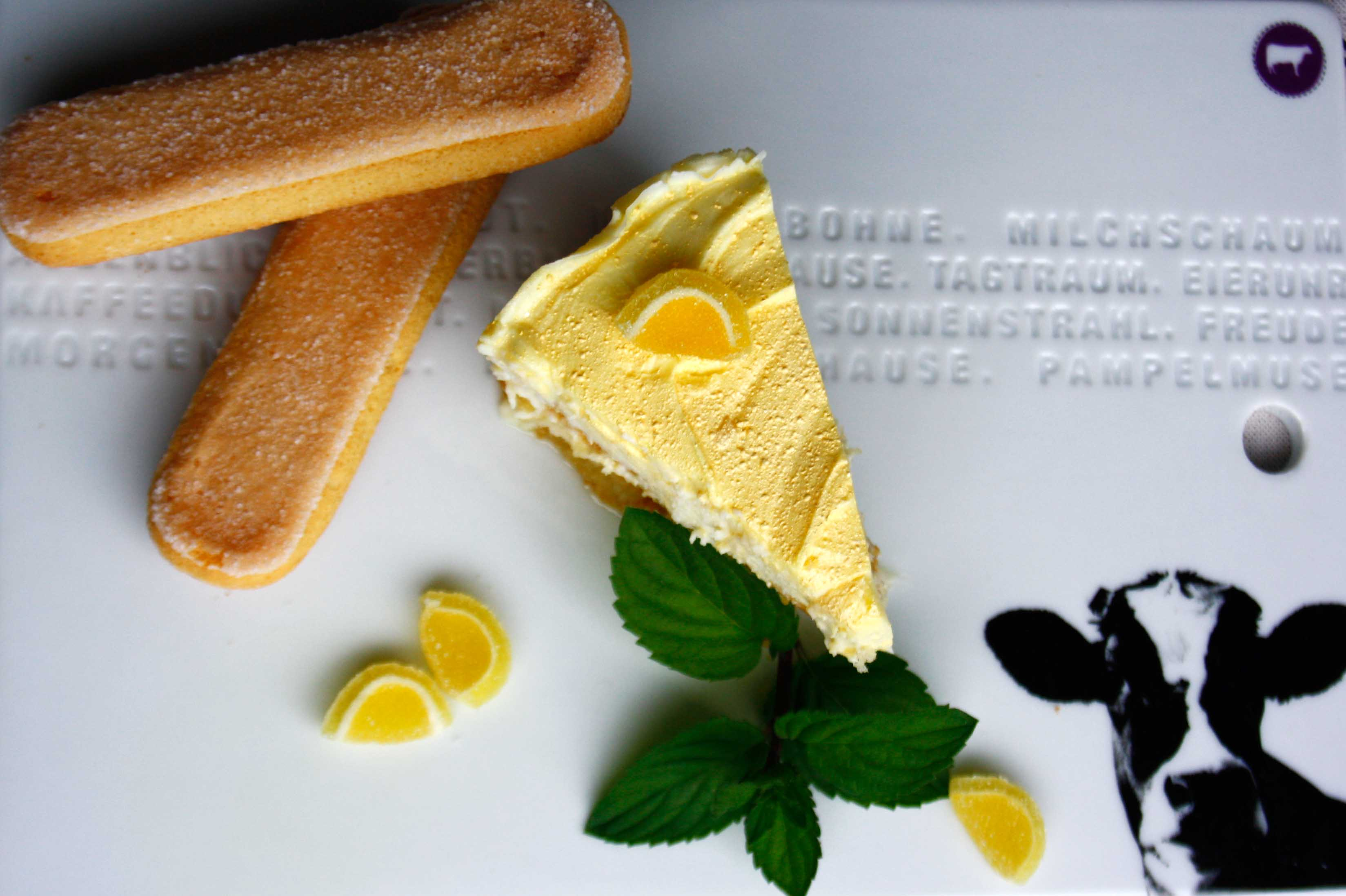 Zitronen Tiramisu // Tiramisu with Lemon and Limoncello by http://babyrockmyday.com/zitronen-tiramisu/