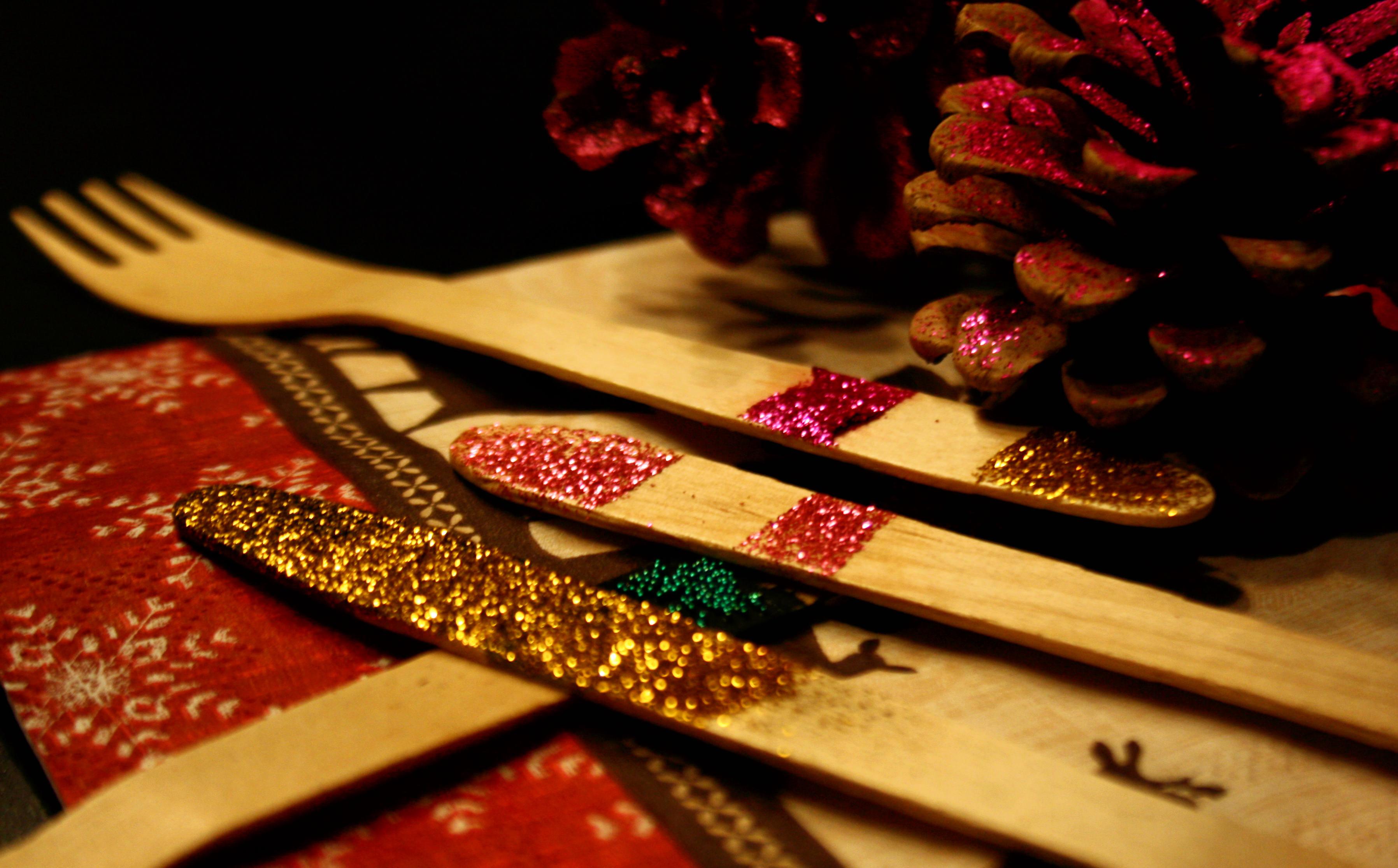 Tannenzapfen DIY by http://babyrockmyday.com/baby-du-sollst-glitzern-und-glimmern/