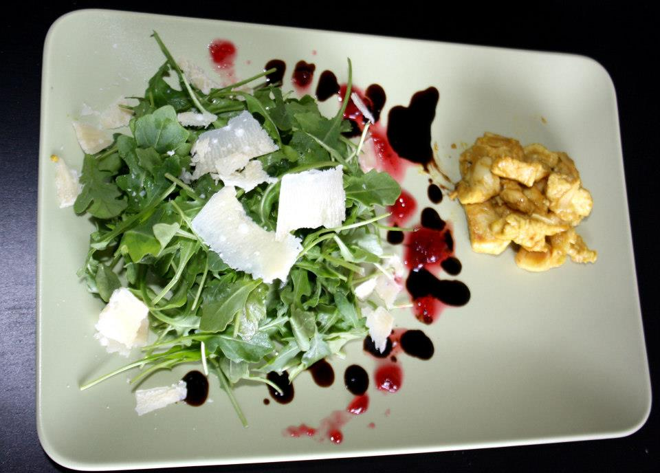 Ruccola-Salat mit Parmesan und Preiseleer-Dressing