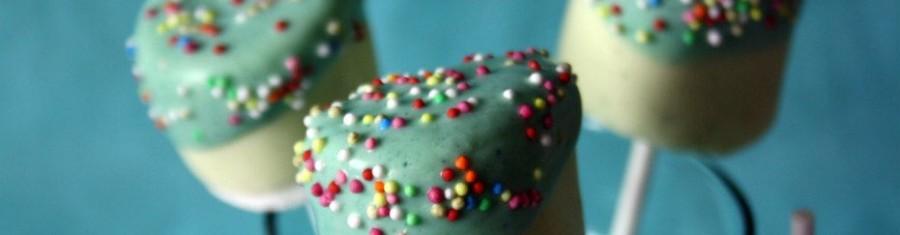 Marsmallow-Pops mit weißer Schokolade