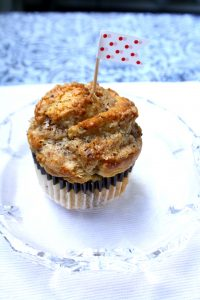 Zimt-Schnecken-Muffin // Cinnamon roll muffin by https://babyrockmyday.com/zimt-schnecken-muffins/