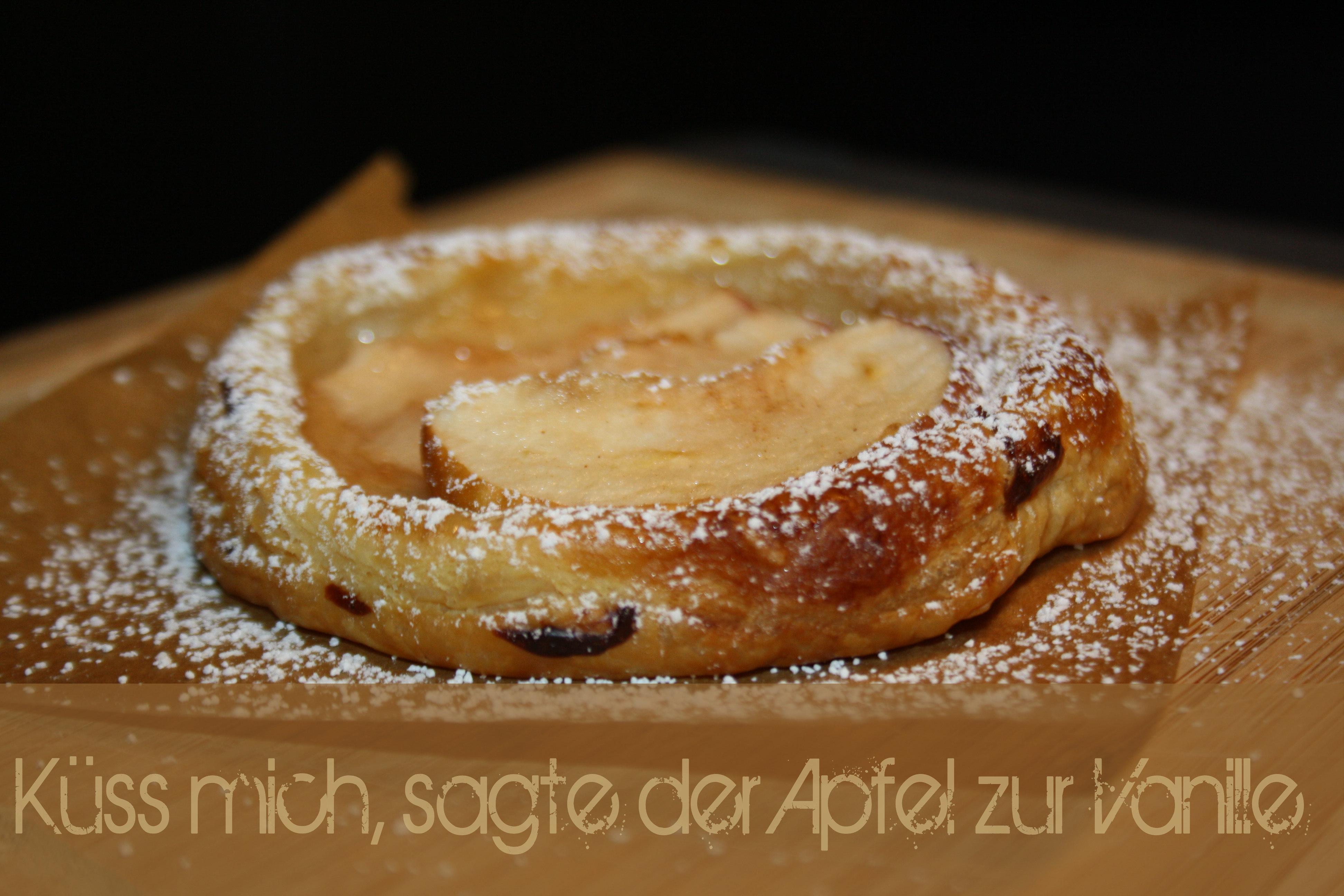 Blätterteik mit Pudding und Apfel