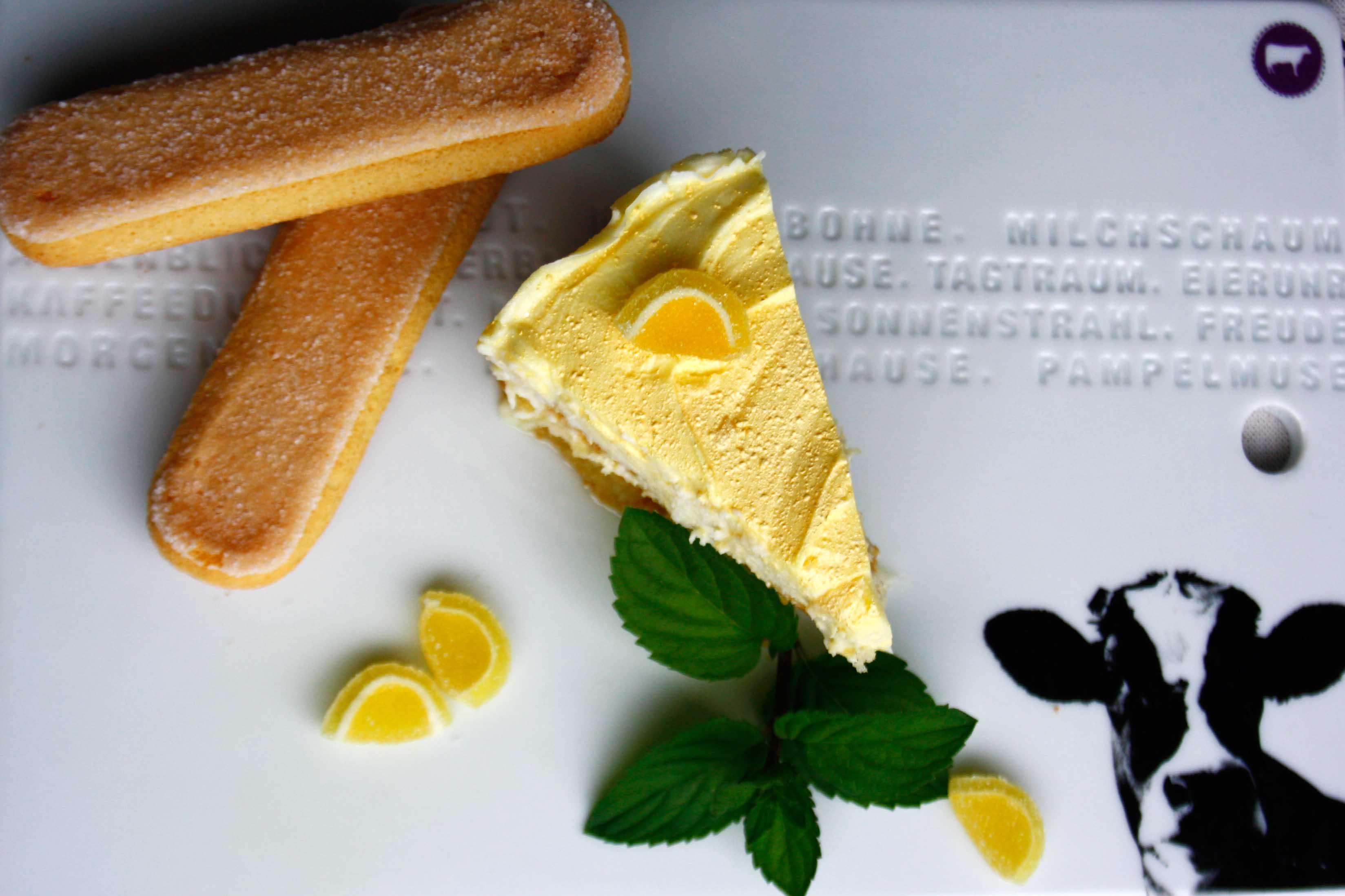 Zitronen Tiramisu // Tiramisu with Lemon and Limoncello by http://babyrockmyday.com/zitronen-tiramisu/