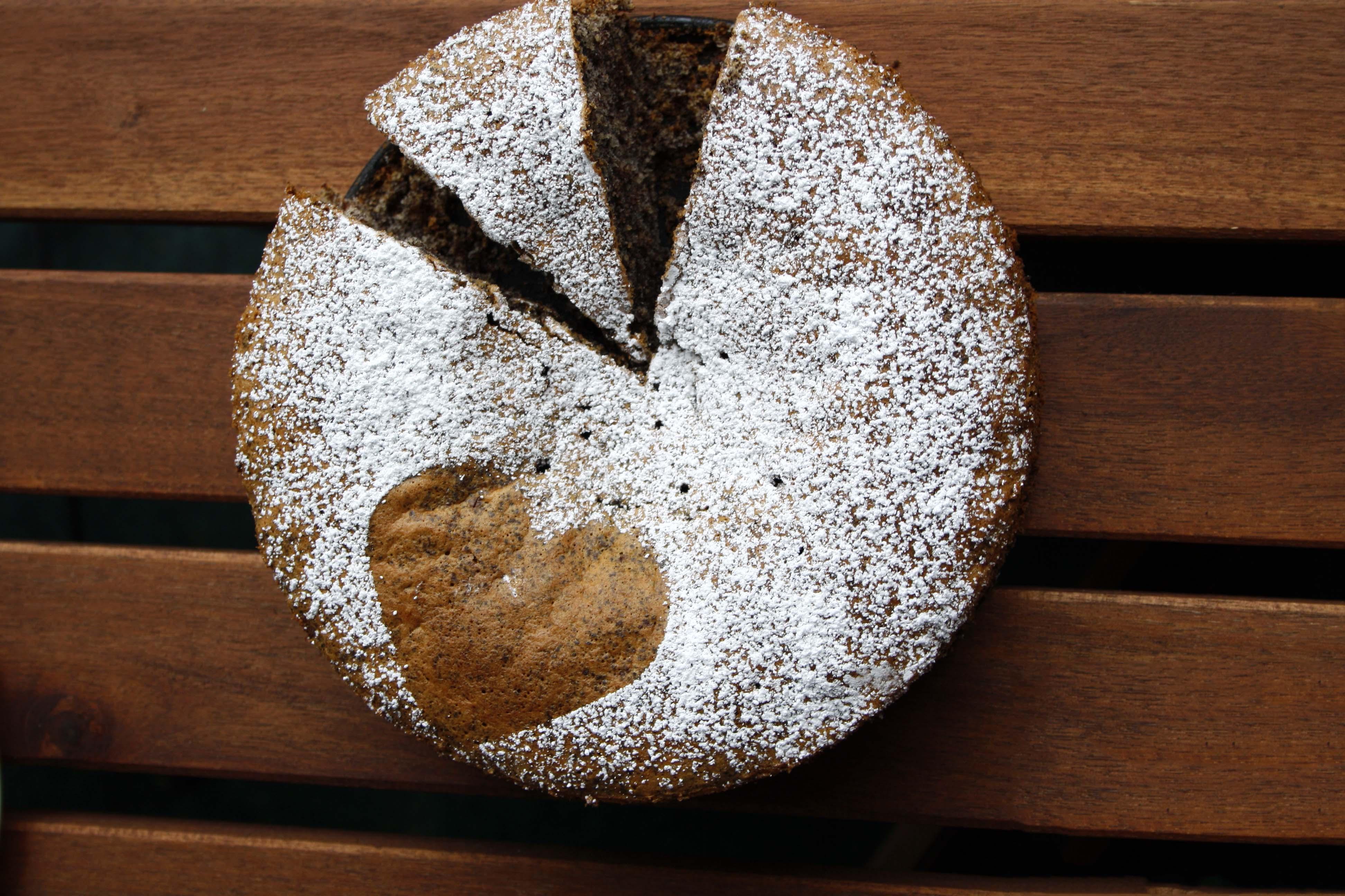Schokoladen-Mohn-Kuchen // Chocolate Poppy Cake http://babyrockmyday.com/schoko-mohn-kuchen/