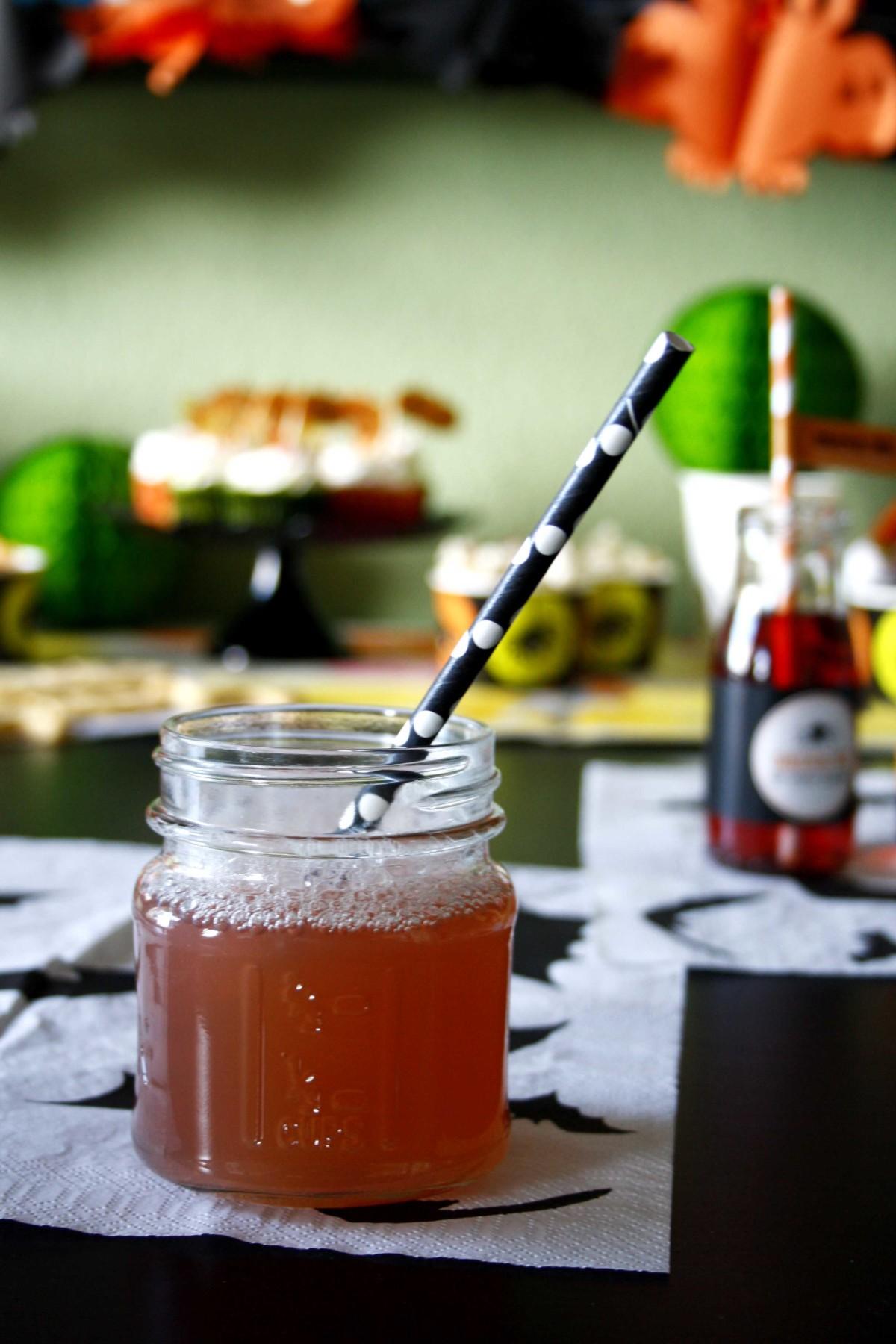 Halloween für die Großen mit einem Cranberry Halloween Drink