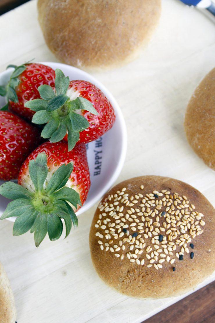 BrötchenKörnerbrötchen // Buns with grain by http://babyrockmyday.com/die-weltbesten-koernerbroetchen/