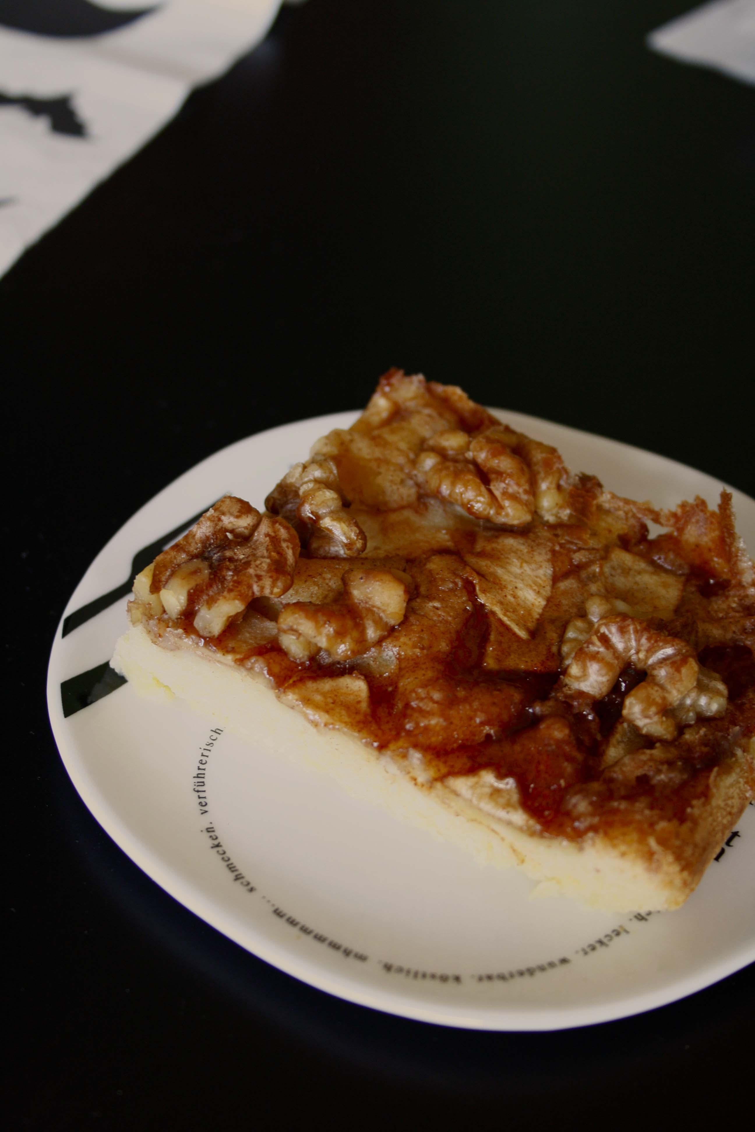 Apfel Walnuss Kuchen mit Sirup