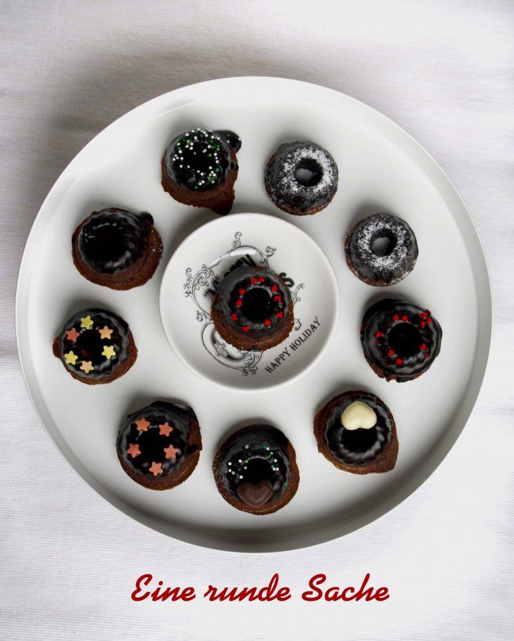 Tipps für Weihnachten: Schokoladen-Kaffee-Gugel // Mini chocolate coffee bundtcakes by http://babyrockmyday.com/schokoladen-kaffee-gugel/