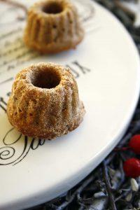 Gugl mit Weihnachtsgewürzen, Marzipan, Rum und Canberras // Weihnachtsugel mit Rum // Mini Christmas Bundt cake with rum by http://babyrockmyday.com/weihnachtsgugel-mit-rum/