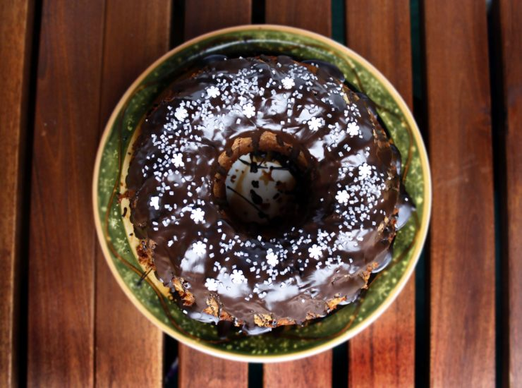 Weihnachtsgugelhupf mit Äpfeln und Nüssen // Christmas Bundt Cake with apples and Nuts by http://babyrockmyday.com/weihnachtsgugelhupf/