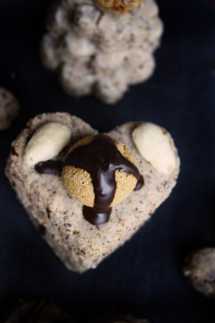 Zimtkekse mit Giottofüllung // Cinnamon Cookies with Giotto by http://babyrockmyday.com/zimtkekse-mit-giottofuellung/