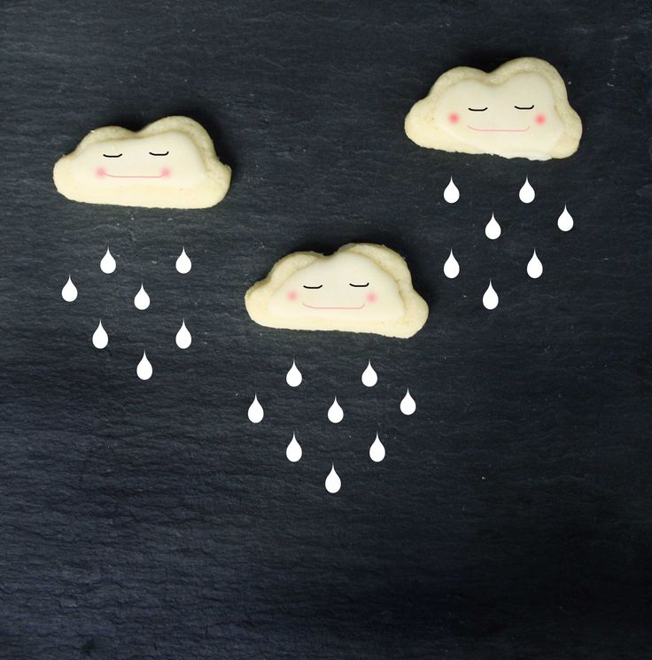 Wolken Cupcakes // Cupcakes with Cloudy Cookies by http://babyrockmyday.com/wolken-cupcakes/