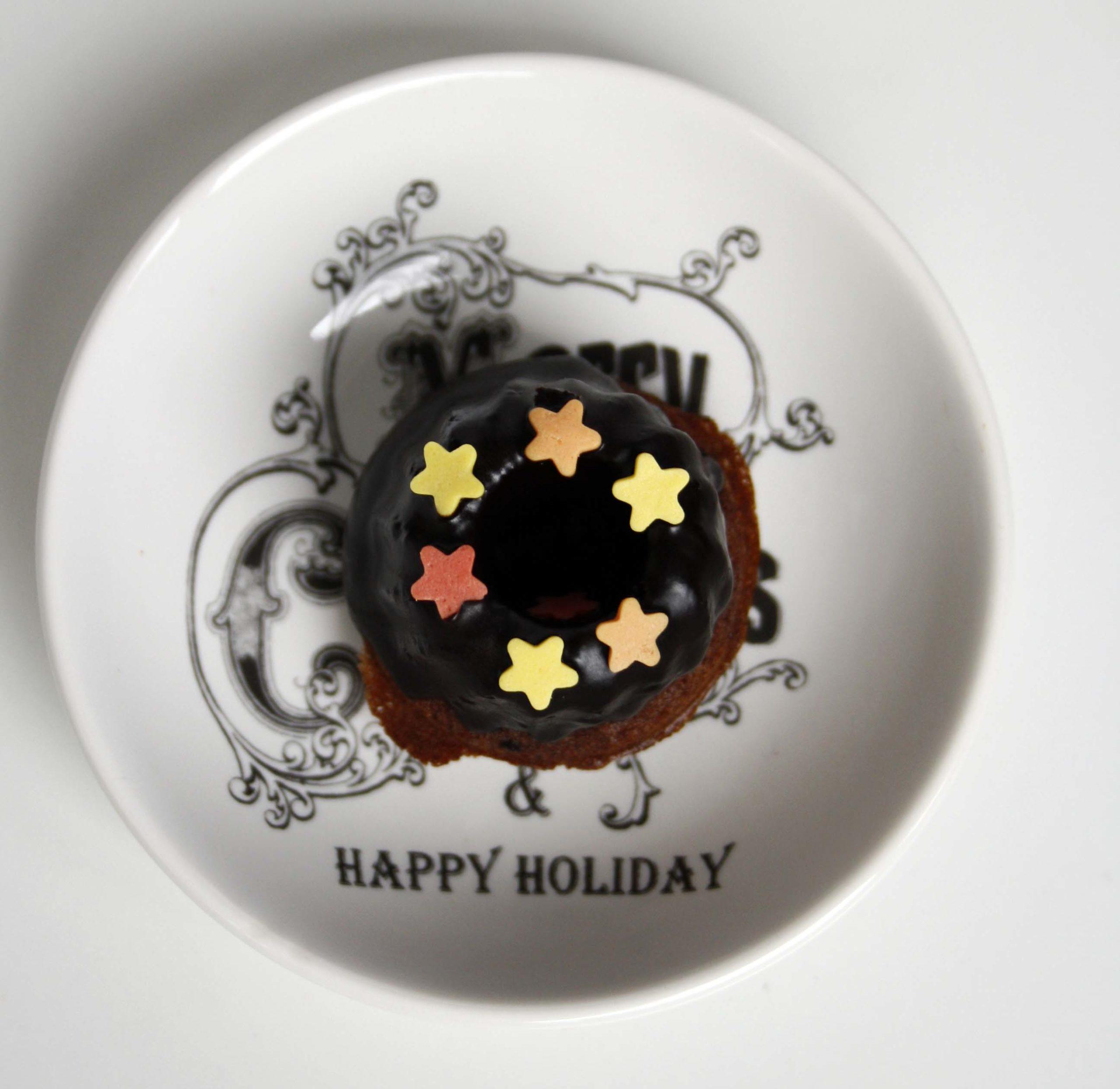 Schokoladen-Kaffee-Gugel // Mini chocolate coffee bundtcakes by http://babyrockmyday.com/schokoladen-kaffee-gugel/
