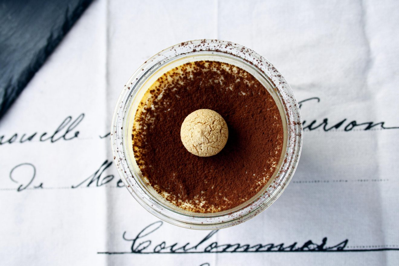 Tiramisu Cheesecake by http://babyrockmyday.com/tiramisu-cheesecake/