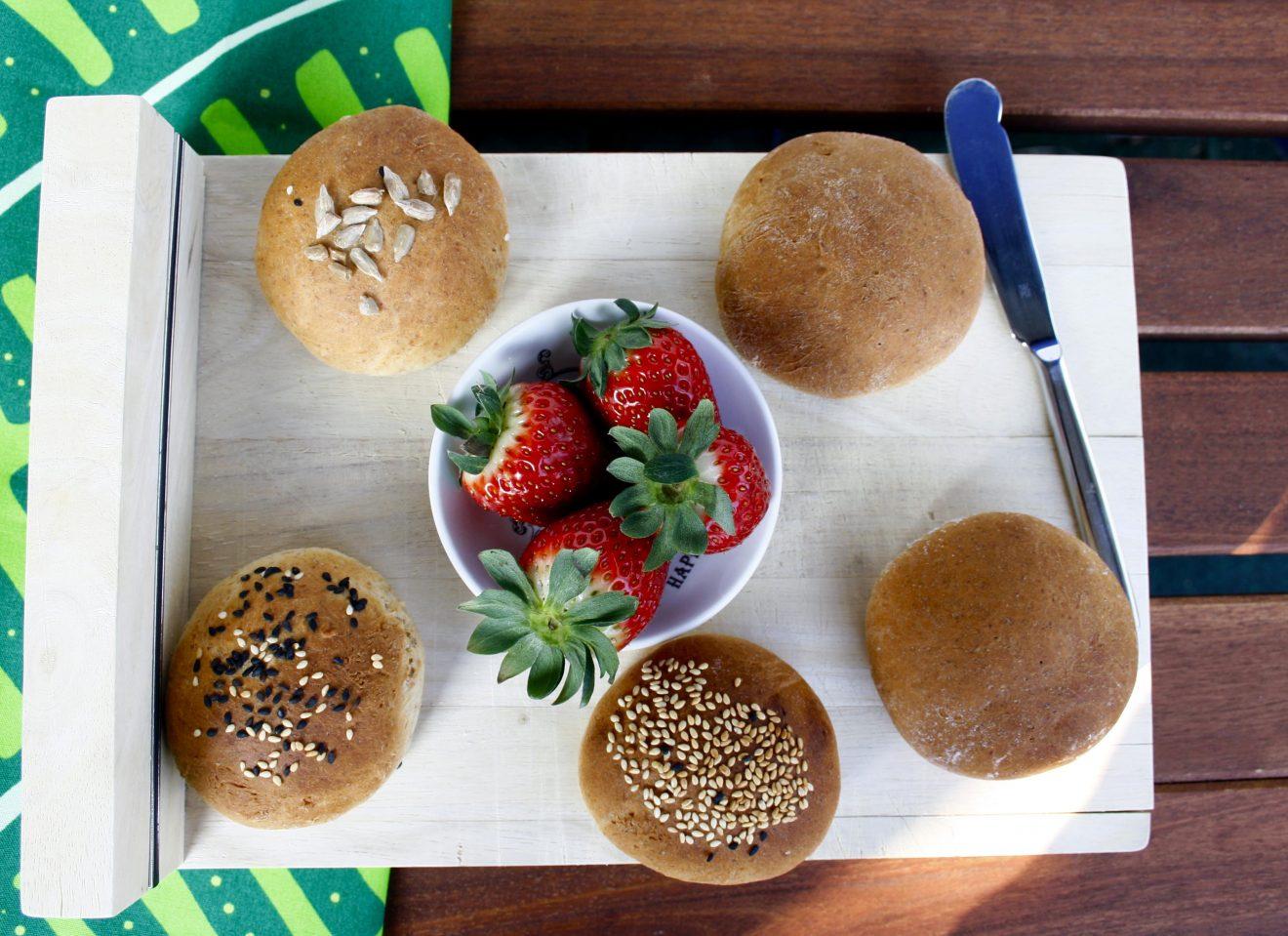 Körnerbrötchen // Buns with grain by http://babyrockmyday.com/die-weltbesten-koernerbroetchen/