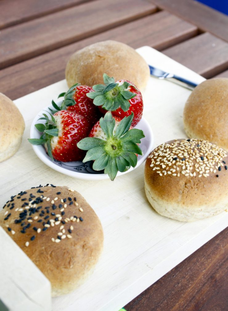 Körnerbrötchen // Buns with grain by http://babyrockmyday.com/die-weltbesten-koernerbroetchen/