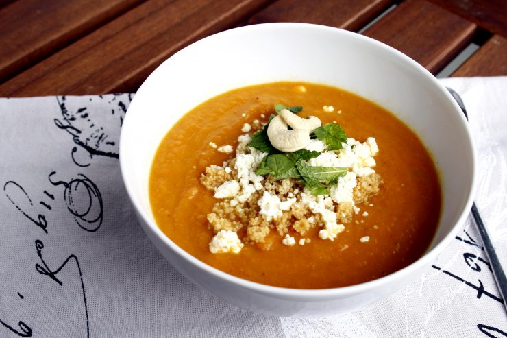 Möhrensuppe mit Coucous und Feta // Carnot soup with couscous and feta by http://babyrockmyday.com/moehrensuppe-mit-couscous-und-feta/