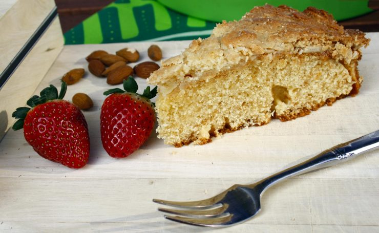 Schwedischer Tosca Kuchen // Swedish Tosca Cake by http://babyrockmyday.com/schwedischer-tosca-kuchen/