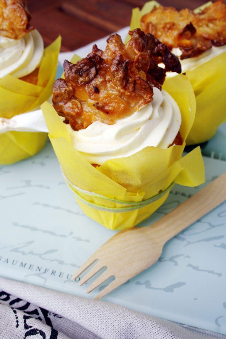 BienenstichBienenstich-Cupcakes // Bee sting cake by http://babyrockmyday.com/bienenstich-cupcake/