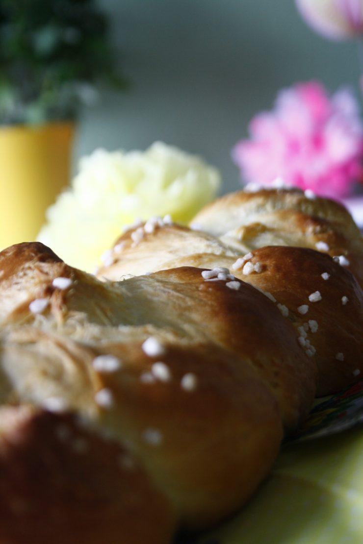 Osterzopf // Yeast Bread by http://babyrockmyday.com/osterzopf-und-ostergewinnspiel/