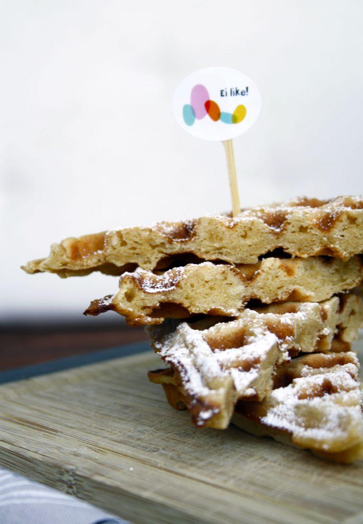 Belgische Waffeln mit Eierlikör und Cappuccino // Belgien waffles by http://babyrockmyday.com/belgische-waffeln/
