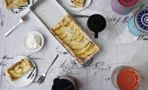 Tarte mit Marzipan und Äpfeln