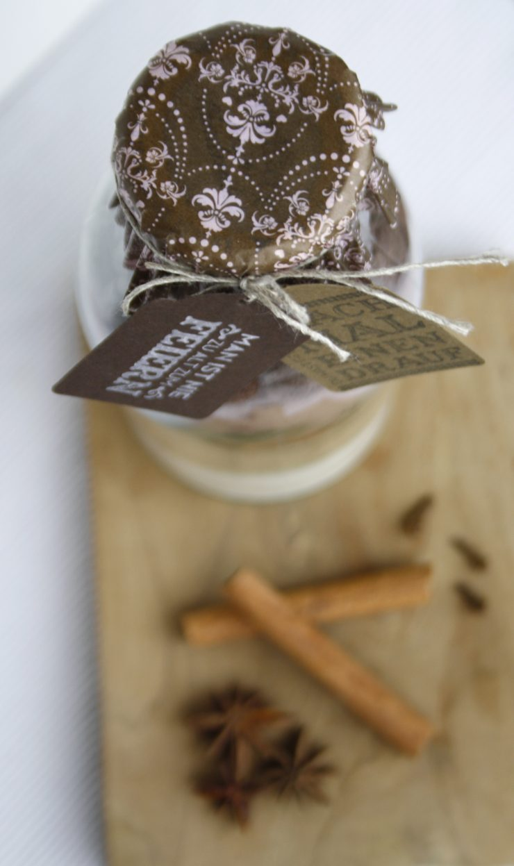 Tipps für Weihnachten: DIY Kuchenmischung im Glas // Xmas gifts: DIY Cake Mix in a jar by http://babyrockmyday.com/diy-kuchenmischung/