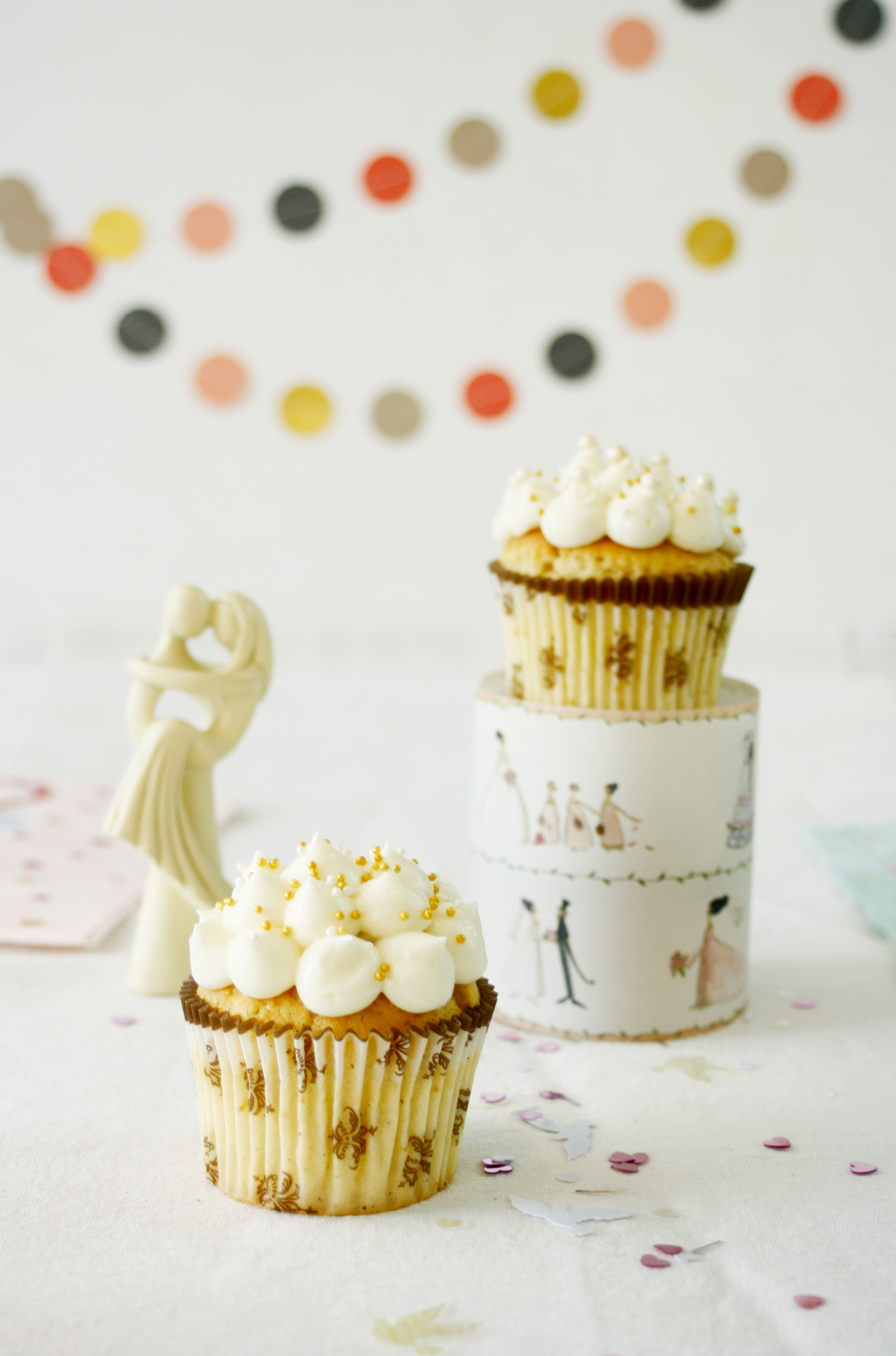 Sweet Table mit Kokos Cupcakes // Cupcakes with coconut by http://babyrockmyday.com/kokos-cupcakes/0