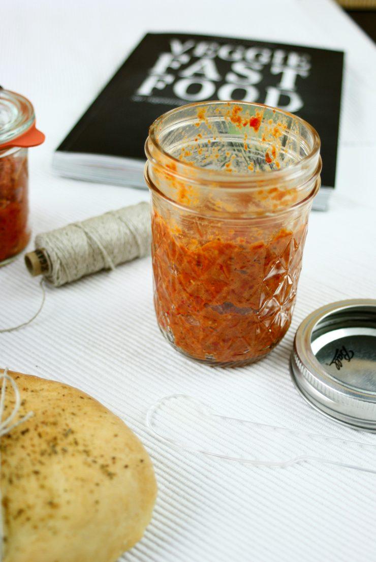 Muhammara ein Paprika Aufstrich // Muhammara a vegetarian spread