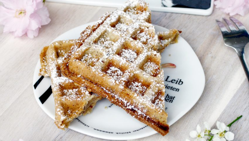 Haselnuss Waffeln // Hazelnut Waffles by http://babyrockmyday.com/haselnuss-waffeln/