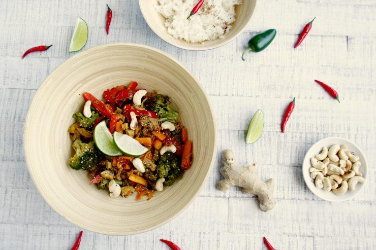 Vegetarische Szechuan Pfanne // vegetarian szechuan tofu with rice by http://babyrockmyday.com/vegetarische-szechuan-pfanne/