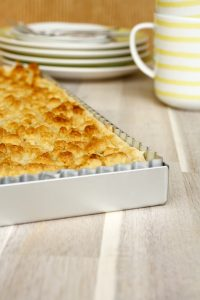 Rhabarber Streusel Kuchen // Rhubarb Cake with crumble by http://babyrockmyday.com/rhabarber-streusel-kuchen/