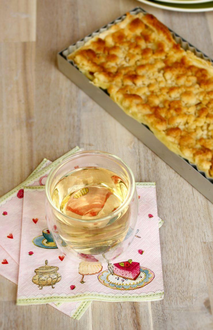 Rhabarder Streusel Kuchen // Rhubarb Cake with crumble