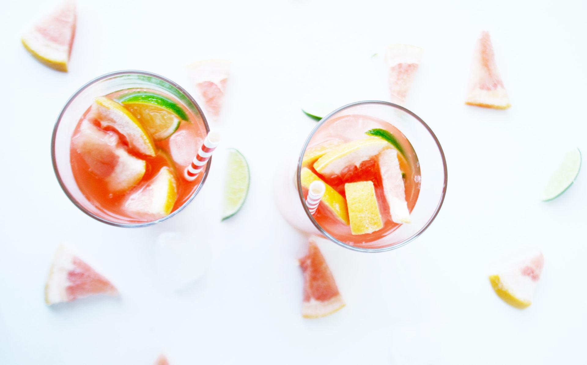 Perfekt im Sommer, der Grapefruit Cooler, das Rezept für euch auf: https://babyrockmyday.com/grapefruit-cooler/