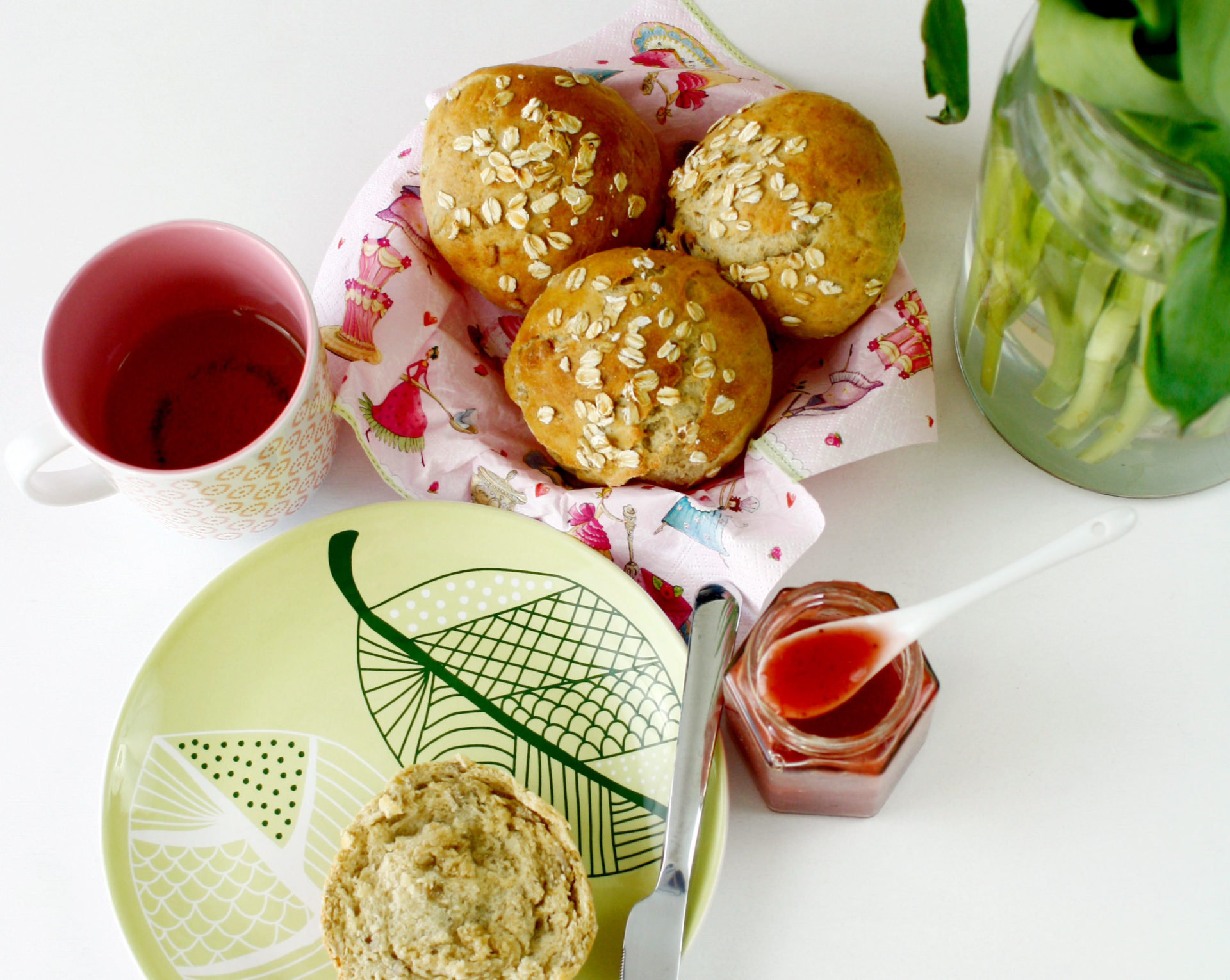 Dinkelbrötchen mit Haferflocken // Buns with spelled and oats by http://babyrockmyday.com/dinkelbroetchen/