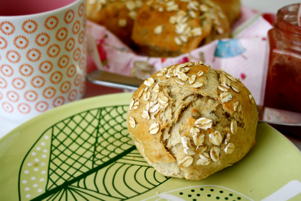 Dinkelbrötchen mit Haferflocken // Buns with spelled and oats