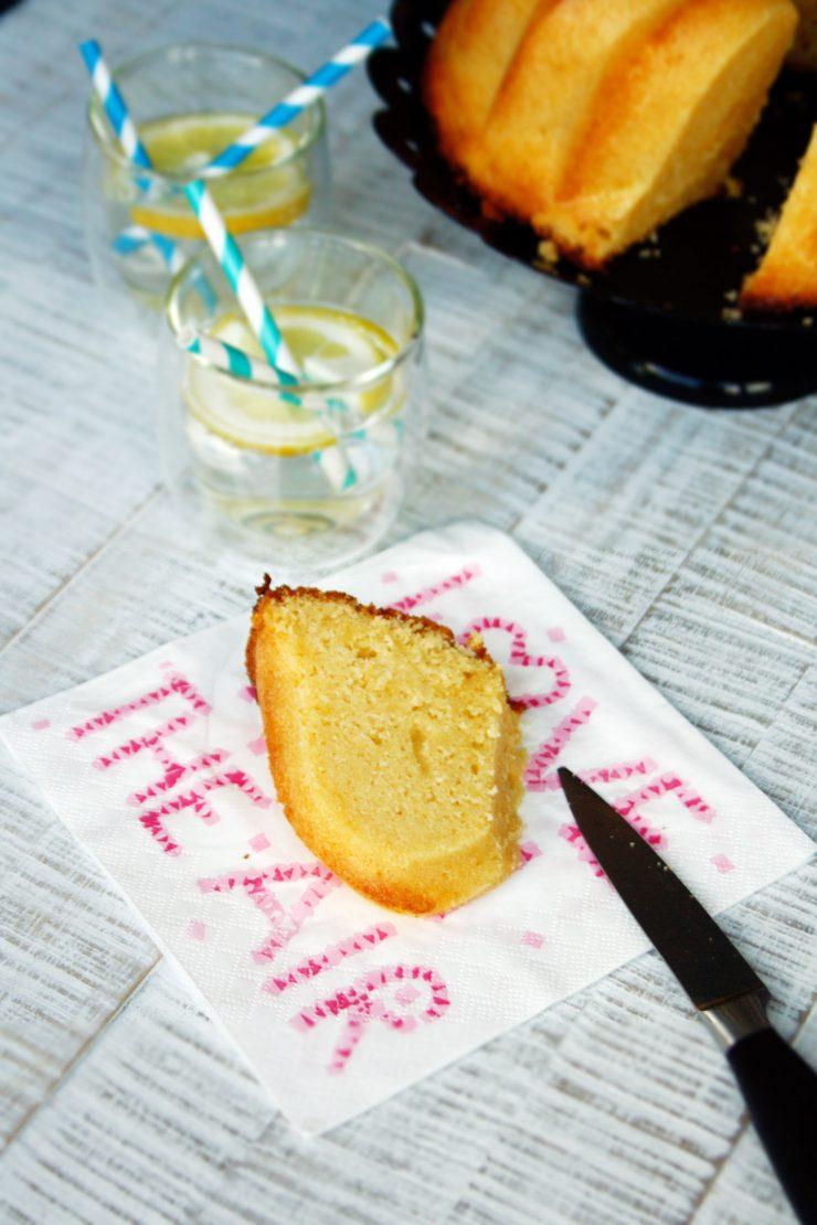 Zitronen Gugelhupf // Lemon Bundt Cake by http://babyrockmyday.com/zitronen-gugelhupf/t