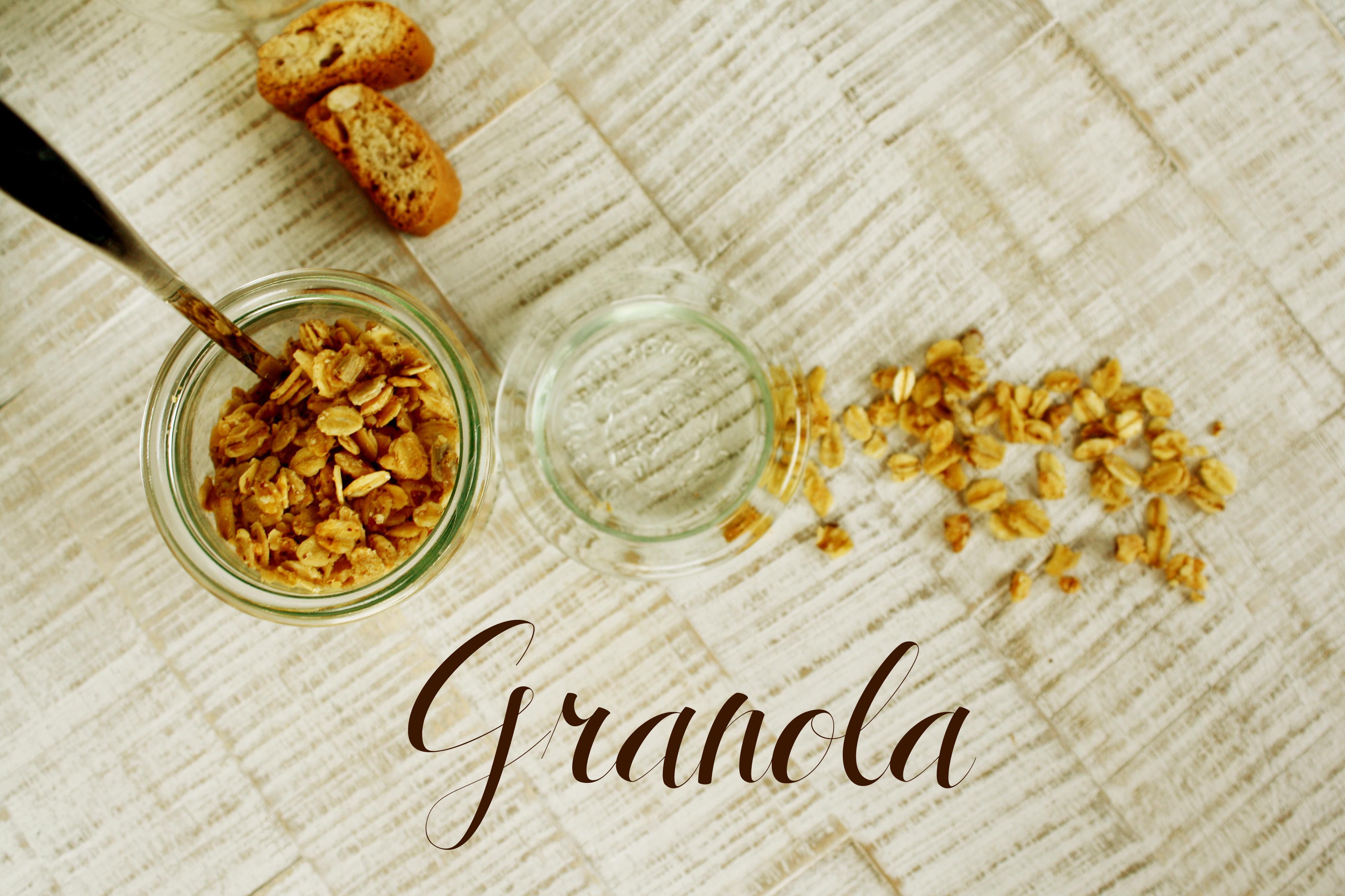Granola mit Nüssen oder gesundes Nuss Müsli