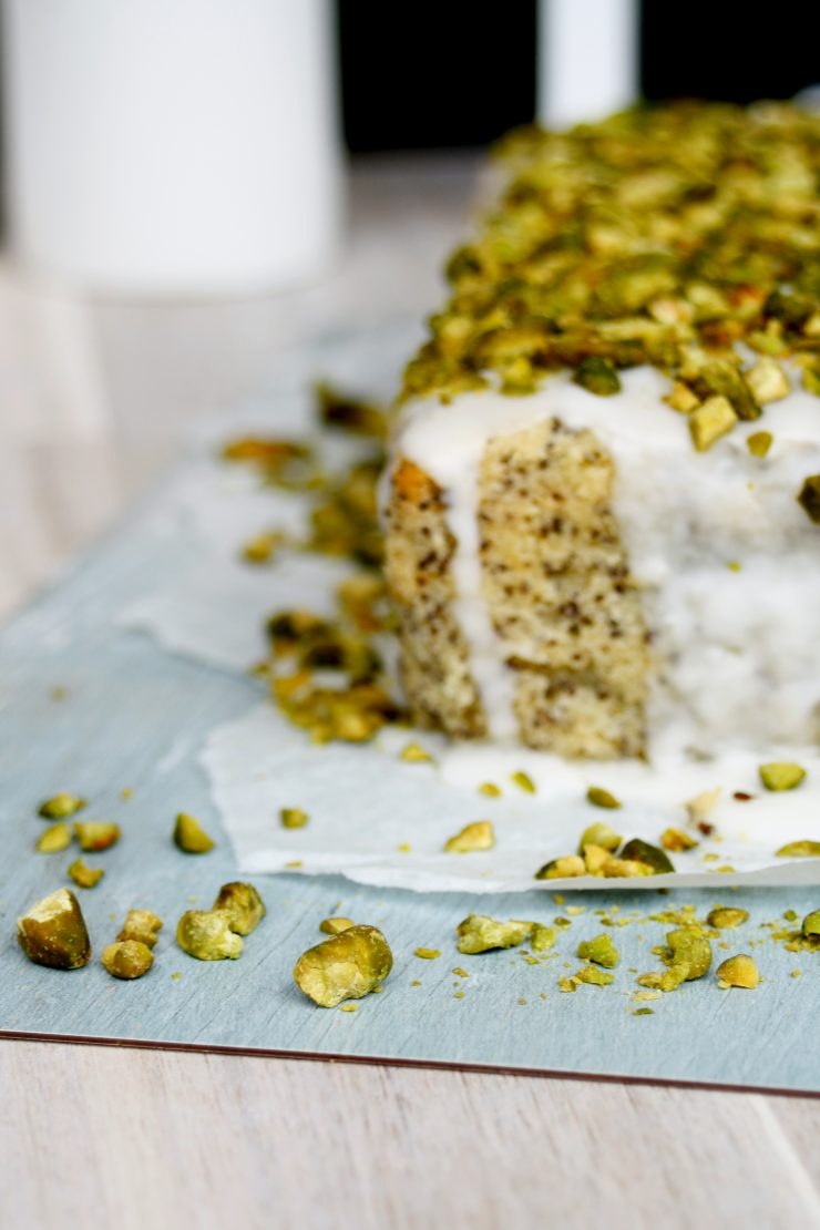 Mohn Zitronen Kuchen mit Pistazien // Poppy Seed Cake with Lemon and Pistachios by http://babyrockmyday.com/mohn-zitronen-kuchen/
