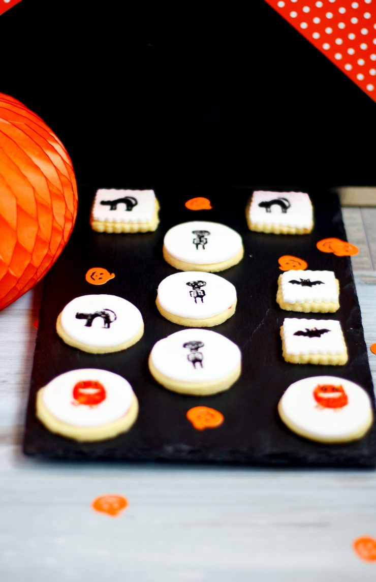 Halloween Party Kekse // Halloween Party Cookies by http://babyrockmyday.com/halloween_party_kekse/
