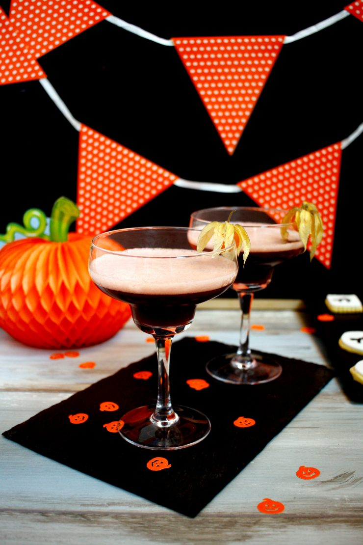 Halloween Granatapfel Drink // Pomegranate Halloween Cocktail by http://babyrockmyday.com/halloween_granatapfel_drink/