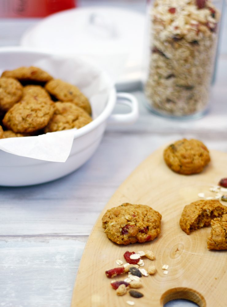 Cranberry Haferflocken Kekse // Cranberry Oatmeal Cookies by http://babyrockmyday.com/cranberry-haferflocken-cookies/