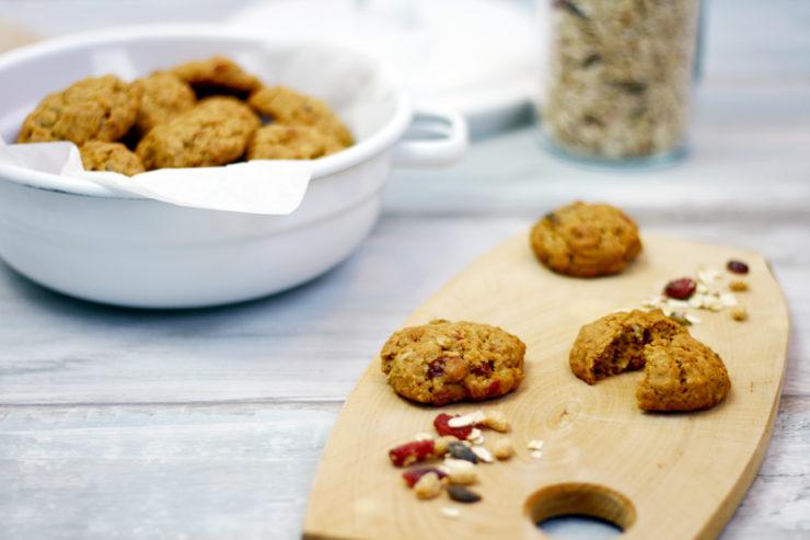 Cranberry Haferflocken Kekse // Cranberry Oatmeal Cookies by http://babyrockmyday.com/cranberry-haferflocken-cookies/