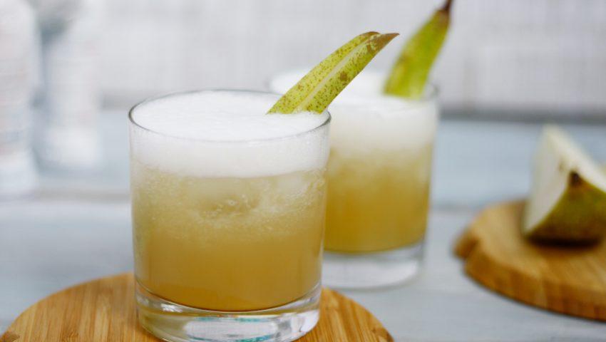 Vanille Birnen Wodka // Vodka with vanilla and pears by http://babyrockmyday.com/vanille_birnen_wodka/