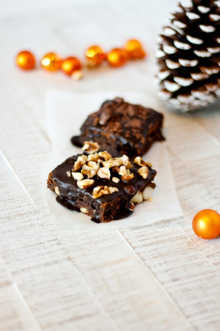 Tipps für Weihnachten Macadamia Brownies // Brownies with macadamia nuts by http://babyrockmyday.com/macadamia-brownies/