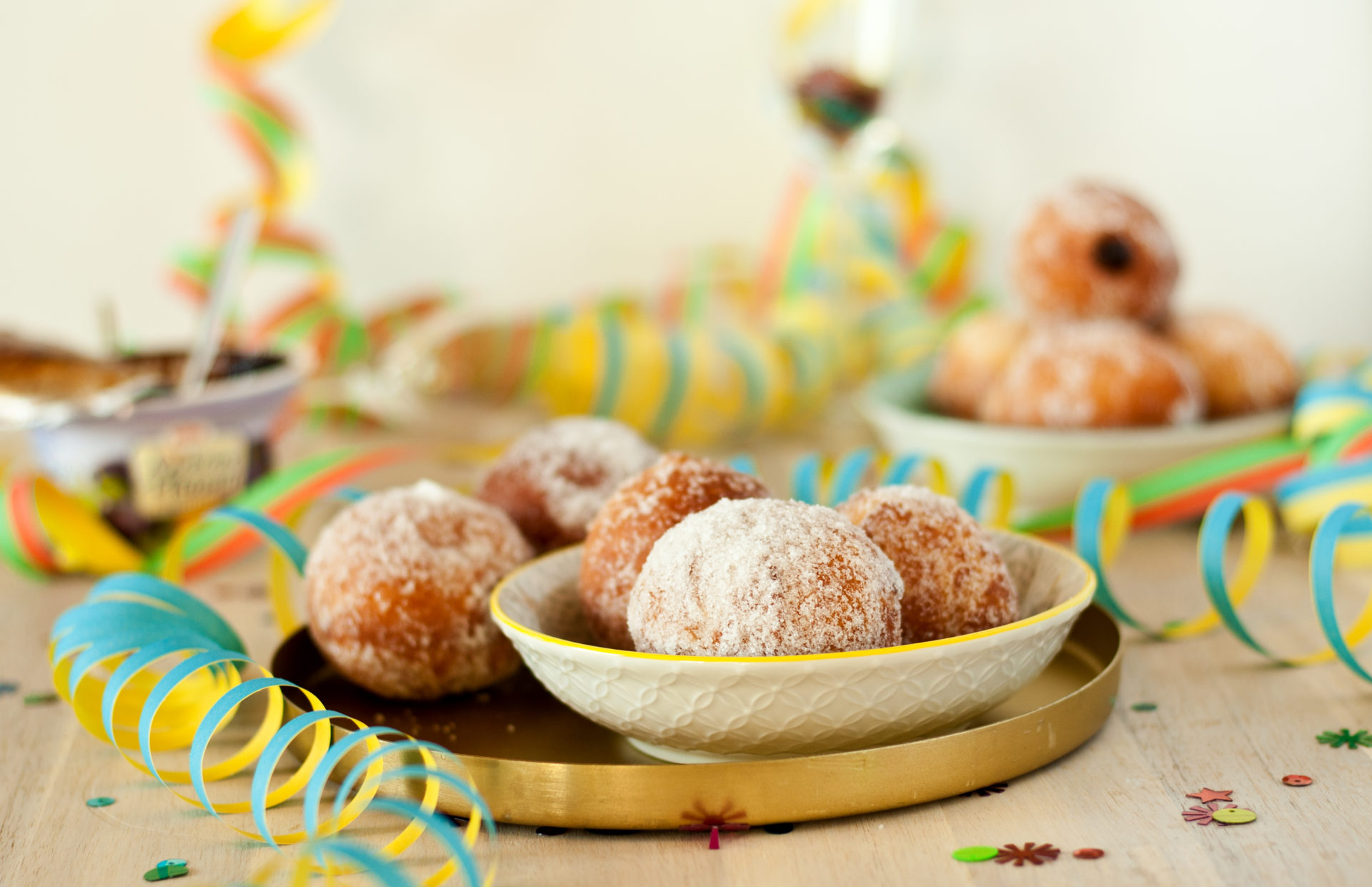 Berliner Pfannkuchen für Fasching // jelly filled donut for carnival by http://babyrockmyday.com/pfannkuchen/