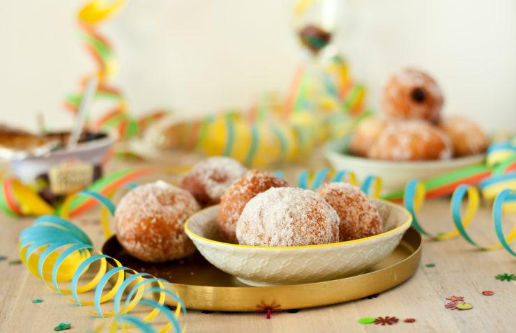 Berliner Pfannkuchen für Fasching // jelly filled donut for carnival by http://babyrockmyday.com/pfannkuchen/