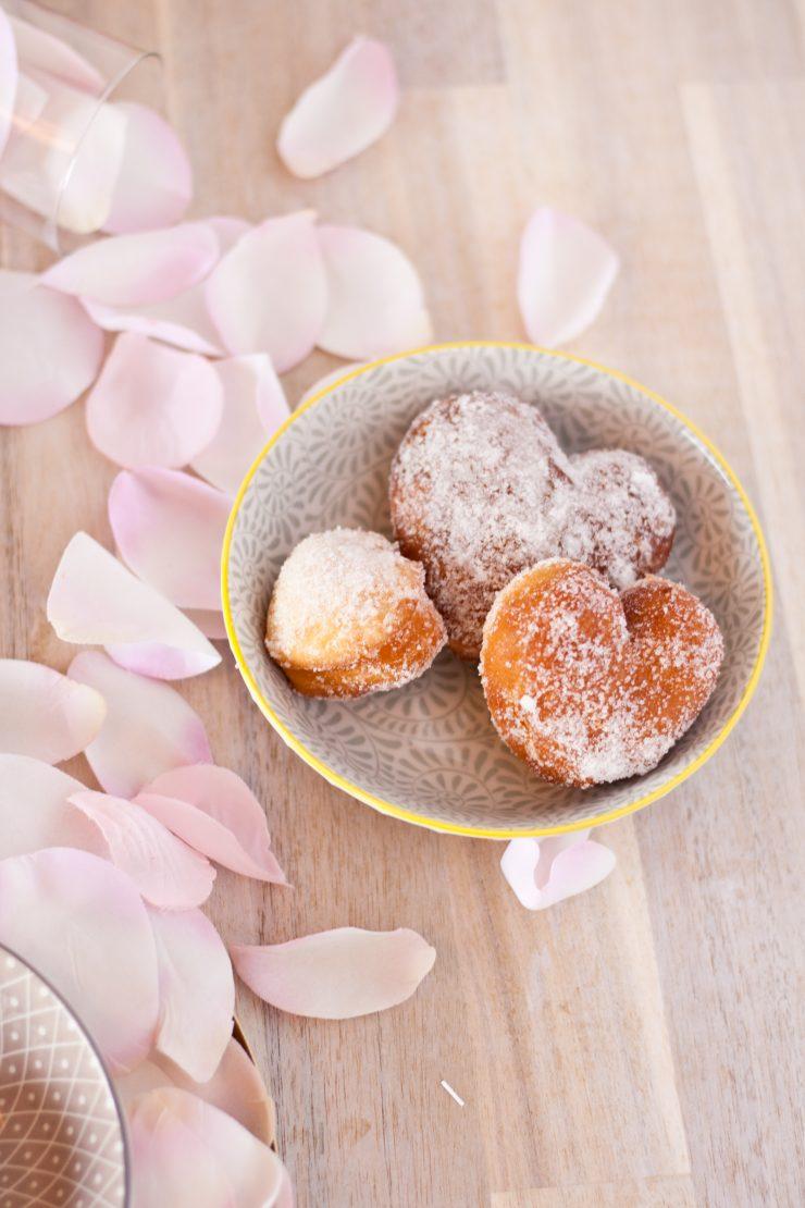 Valentinstagsherzen // Donut hearts by http://babyrockmyday.com/valentinstagsherzen/
